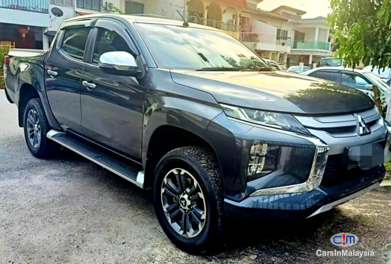 Mitsubishi Triton 2.4-LITER 4X4 DIESEL TURBO 4WD DOUBLE CAB CHASSIS Automatic 2019 - image 10