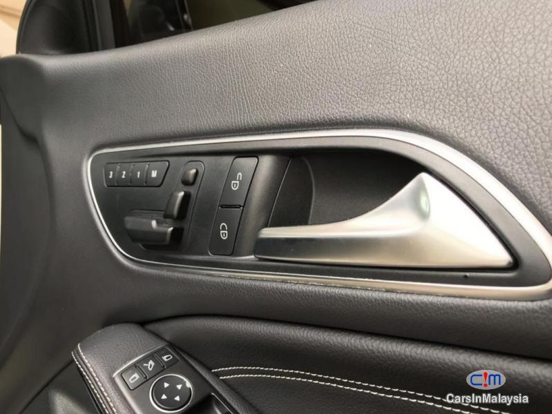 Mercedes Benz CLA200 2.0-LITER LUXURY SPORT SEDAN Automatic 2015 - image 9