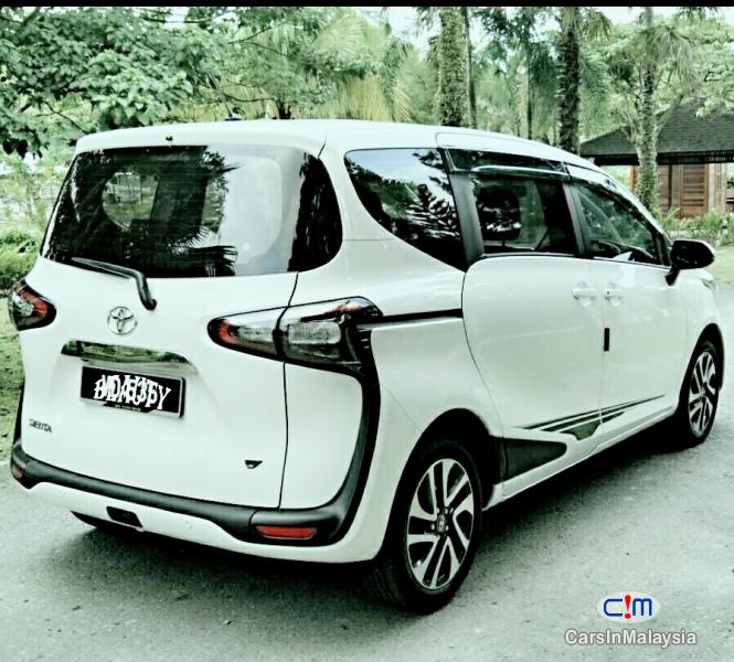 Pictures of Toyota Sienta Automatic 2016