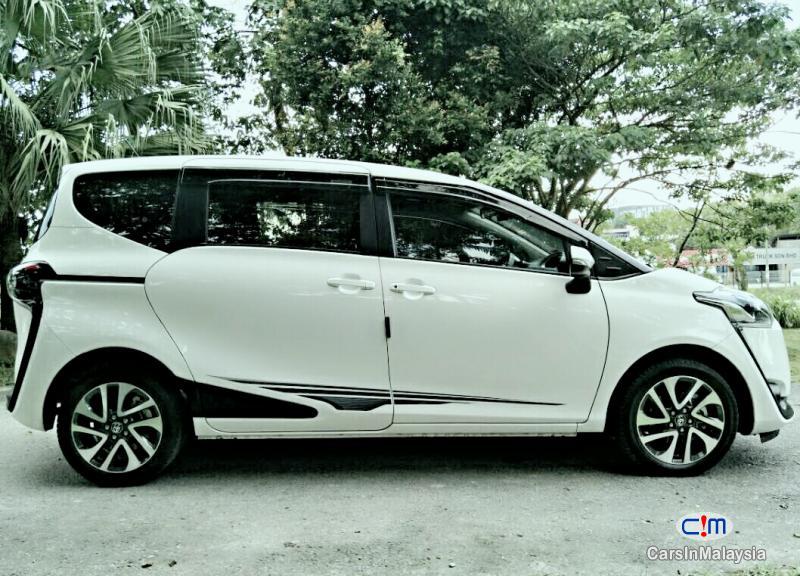 Toyota Sienta Automatic 2016 in Selangor - image