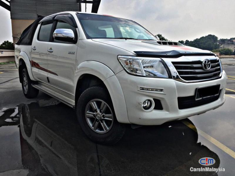 Pictures of Toyota Hilux Automatic 2015