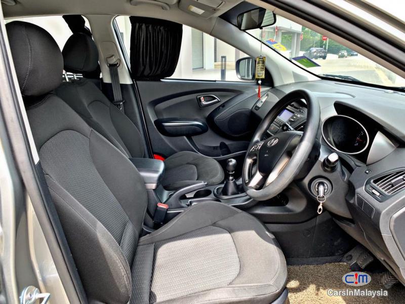 Hyundai Tucson 2.0-LITER ECONOMY FAMILY SUV Manual 2014 - image 12