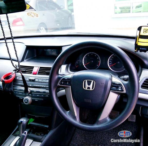 Honda Accord 2.0-LITER LUXURY SEDAN Automatic 2009 - image 9