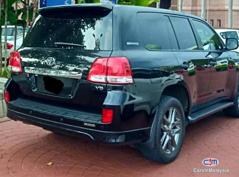 Picture of Toyota Land Cruiser 4.6-LITER V8 ENGINE LUXURY SUV Automatic 2011