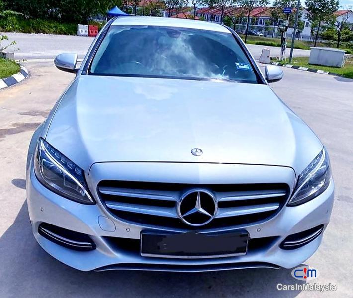 Mercedes Benz C200 2.0-LITER LUXURY SPORT SEDAN Automatic 2015