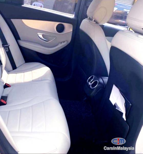 Mercedes Benz C200 2.0-LITER LUXURY SPORT SEDAN Automatic 2015 in Selangor - image