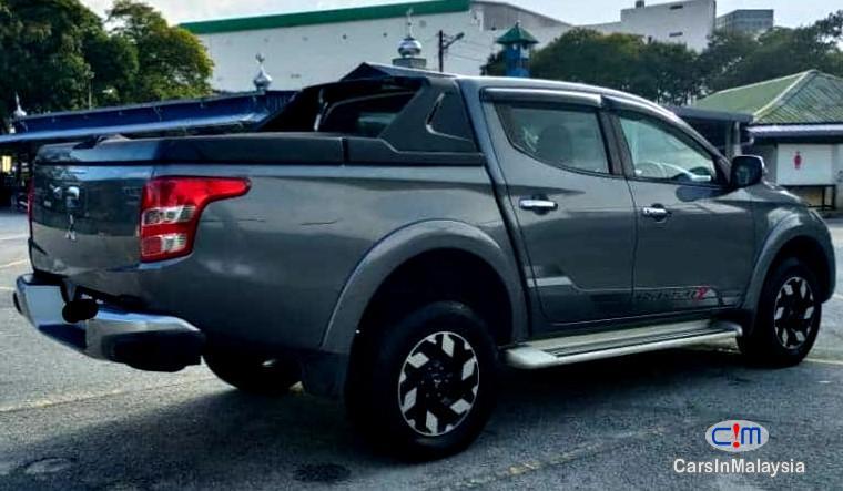 Mitsubishi Triton 2.4-LITER 4WD DOUBLE CAB 4X4 DIESEL TURBO Automatic 2017 - image 13