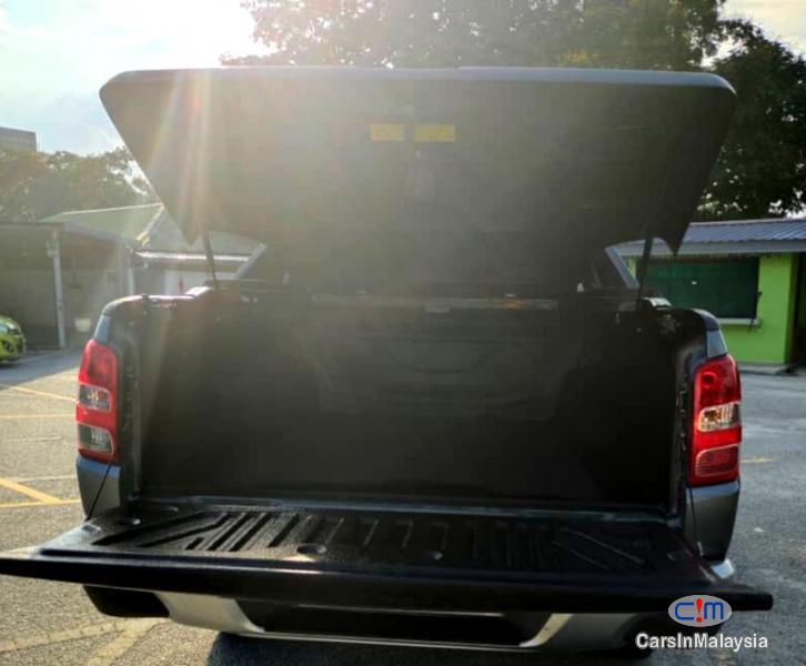 Mitsubishi Triton 2.4-LITER 4WD DOUBLE CAB 4X4 DIESEL TURBO Automatic 2017 - image 16