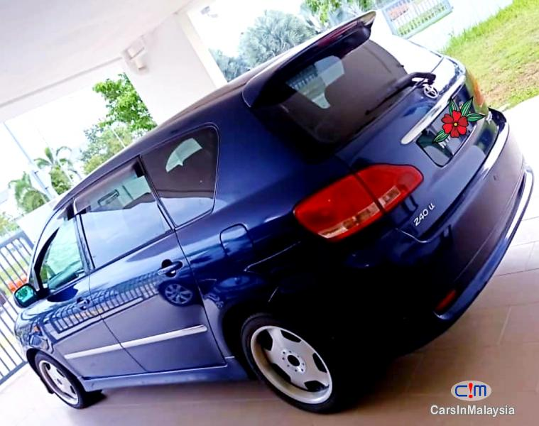 Pictures of Toyota Ipsum 2.4-LITER FAMILY MPV 7 SEATER Automatic 2010