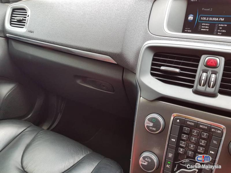 Volvo V40 Cross Country 2.0 Liter Luxury Turbo Automatic 2014 - image 12
