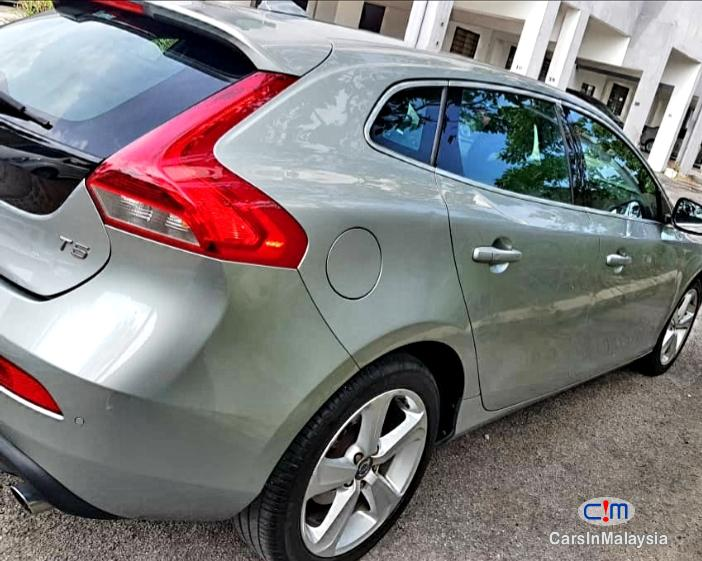 Pictures of Volvo V40 Cross Country 2.0 Liter Luxury Turbo Automatic 2014