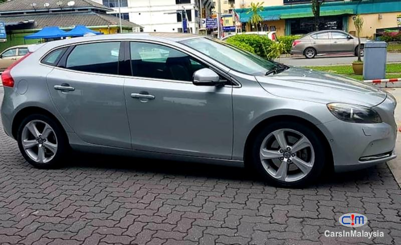 Picture of Volvo V40 Cross Country 2.0 Liter Luxury Turbo Automatic 2014 in Selangor