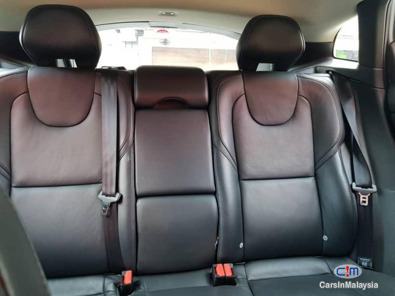 Volvo V40 Cross Country 2.0 Liter Luxury Turbo Automatic 2014 in Selangor - image