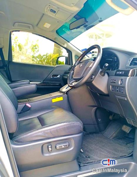 Toyota Alphard 2.4-LITER LUXURY FAMILY MPV Automatic 2012 - image 10