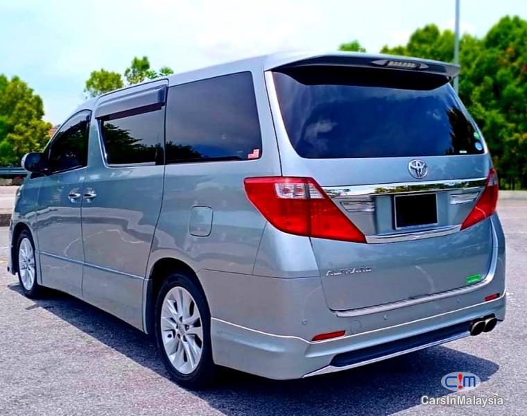 Toyota Alphard 2.4-LITER LUXURY FAMILY MPV Automatic 2012