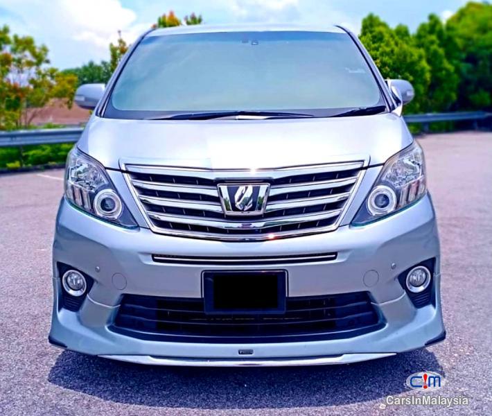 Toyota Alphard 2.4-LITER LUXURY FAMILY MPV Automatic 2012 in Selangor
