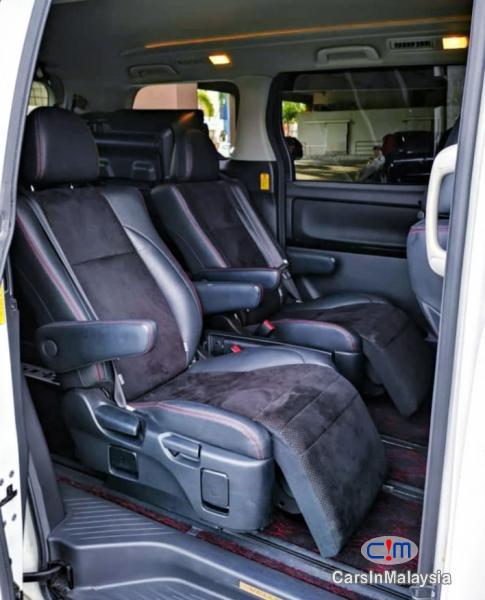 Toyota Vellfire 2.4-LITER GOLDEN EYES 7 SEATER LUXURY FAMILY MPV Automatic 2016 - image 9