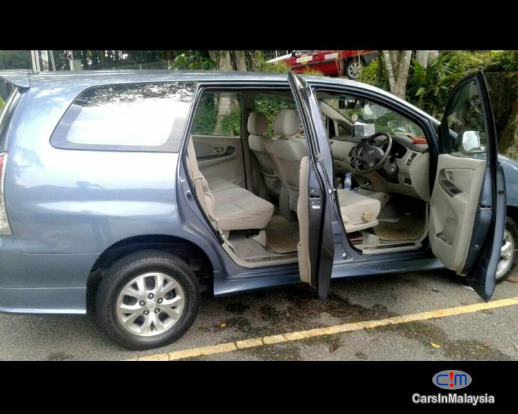 Pictures of Toyota Innova Automatic 2009