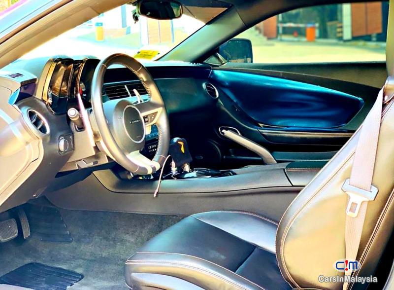 Chevrolet Camaro 6.2-LITER LUXURY SUPER CAR Automatic 2011 - image 12