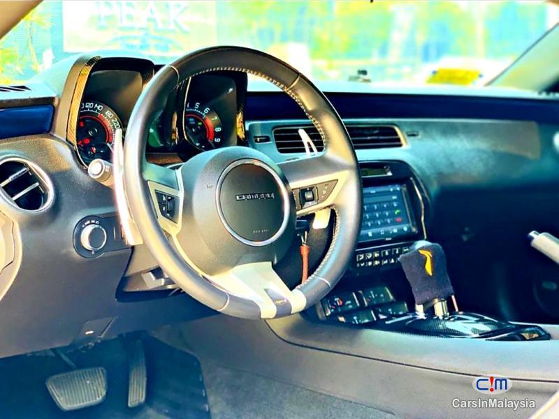 Chevrolet Camaro 6.2-LITER LUXURY SUPER CAR Automatic 2011 - image 13