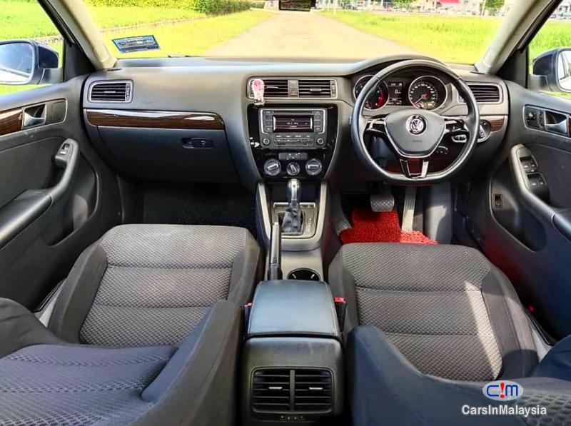 Volkswagen Jetta 1.4-LITER SEDAN TURBO Automatic 2017 - image 11