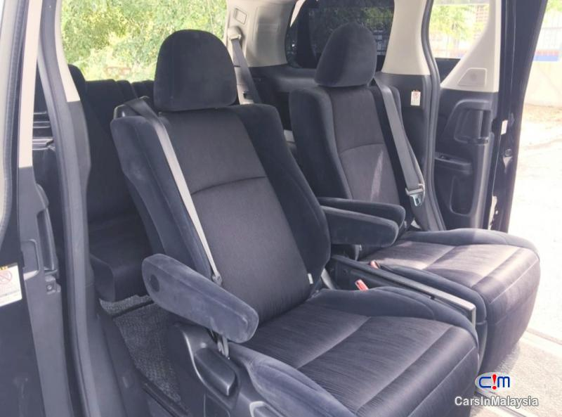 Toyota Vellfire 2.4-LITER LUXURY FAMILY MPV Automatic 2010 - image 9