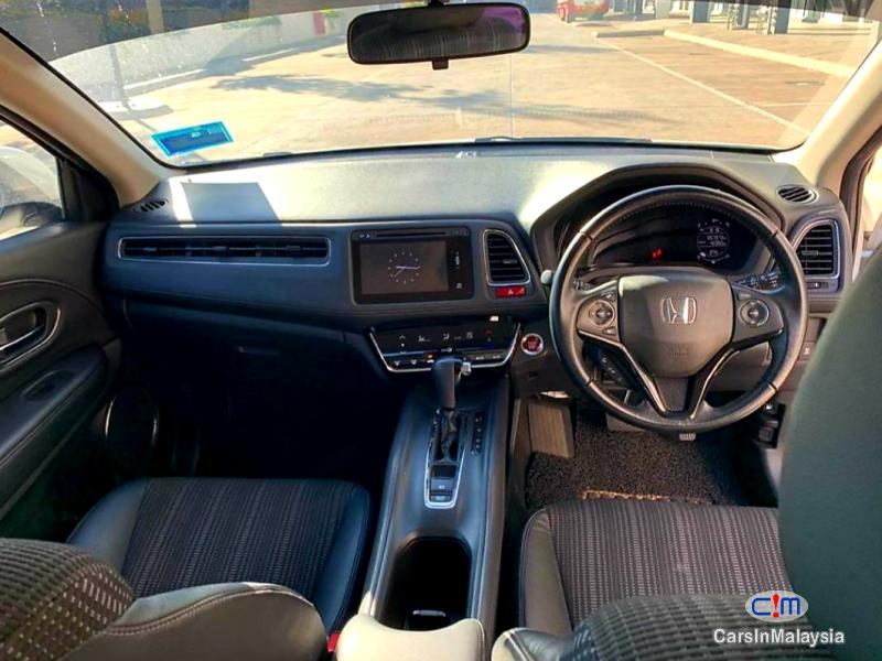 Honda HR-V 1.8-LITER ECONOMY SUV Automatic 2015 in Kuala Lumpur - image