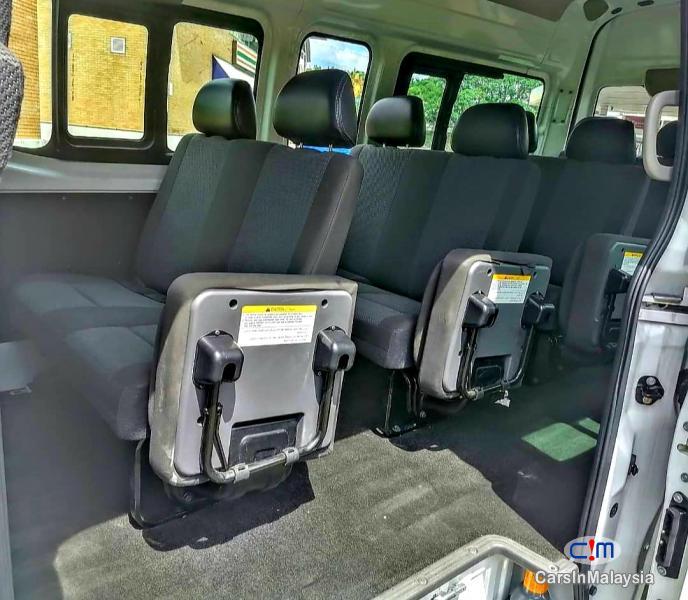 Nissan NV350 Urvan 2.5-LITER DIESEL FAMILY BUSINESS PASSENGER Manual 2018 - image 12