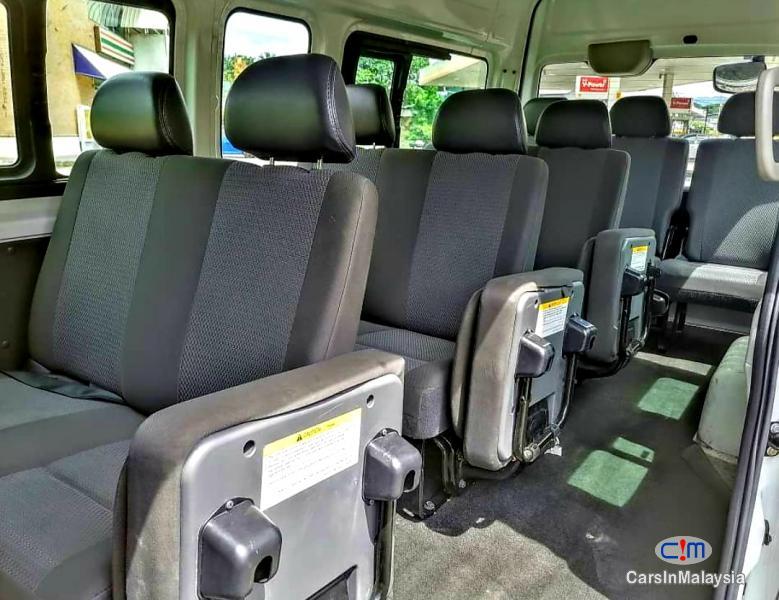 Nissan NV350 Urvan 2.5-LITER DIESEL FAMILY BUSINESS PASSENGER Manual 2018 - image 9