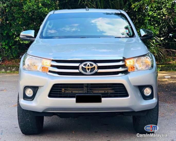 Picture of Toyota Hilux 2.4-LITER DOUBLE CAB CHASSIS 4WD DIESEL TURBO Automatic 2017