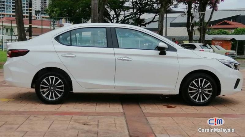 Honda City 1.5-LITER NEW CAR ECONOMY SEDAN Automatic 2021 - image 12