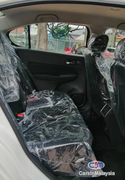 Honda City 1.5-LITER NEW CAR ECONOMY SEDAN Automatic 2021 - image 7