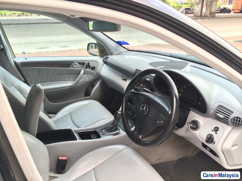 Mercedes Benz C-Class Automatic 2005 in Kuala Lumpur - image