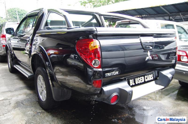 Picture of Mitsubishi Triton Automatic 2011