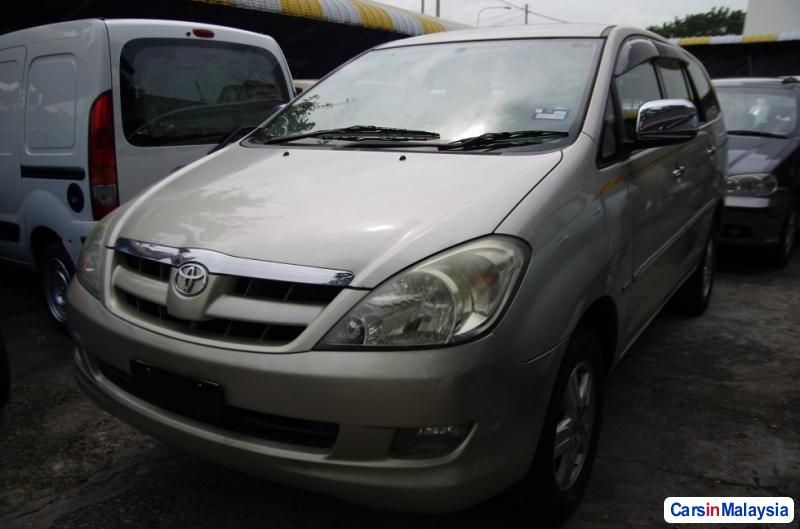 Pictures of Toyota Innova Automatic 2006