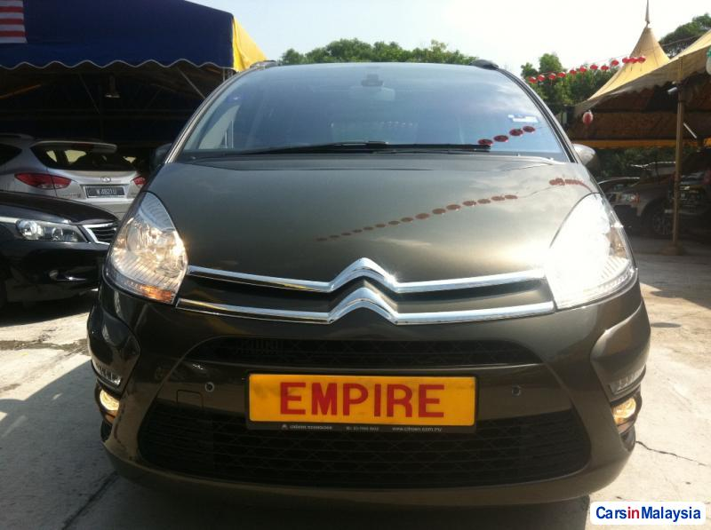 Pictures of Citroen Grand C4 Picasso Automatic 2012