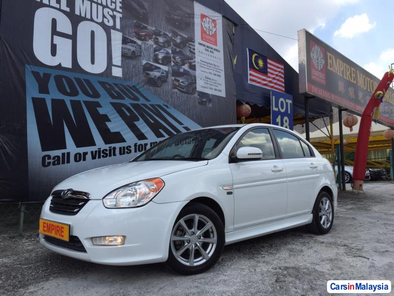 Pictures of Hyundai Accent Automatic 2011