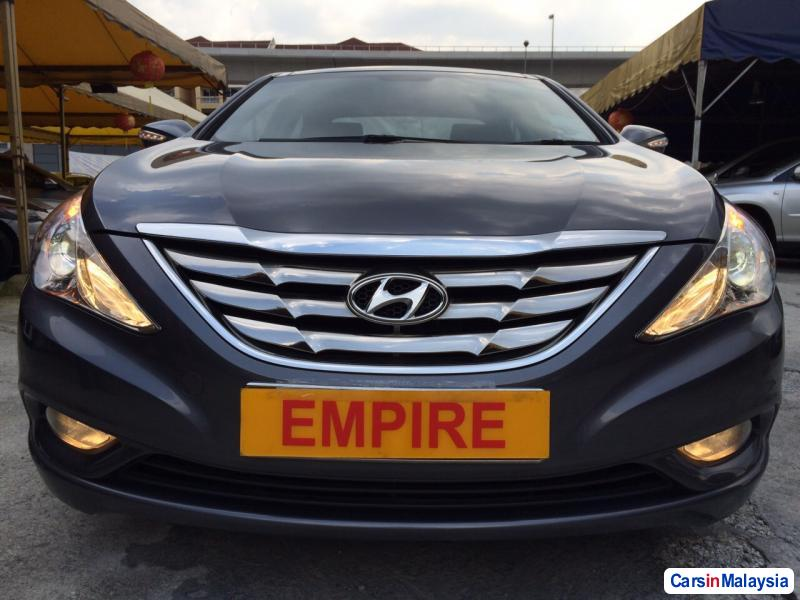 Pictures of Hyundai Sonata Automatic 2011