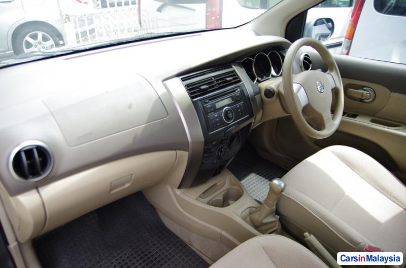 Picture of Nissan Grand Livina Manual 2010 in Penang