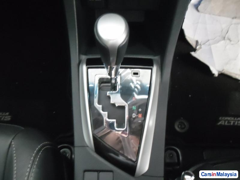 Toyota Altis Automatic - image 10