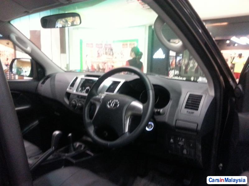 Toyota Hilux Automatic - image 10