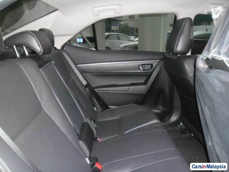 Toyota Altis Automatic - image 11