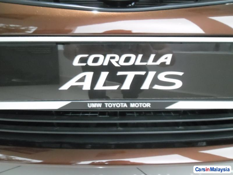 Toyota Altis Automatic - image 12
