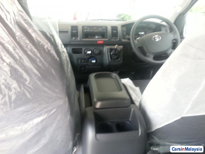 Toyota Hiace Manual - image 8