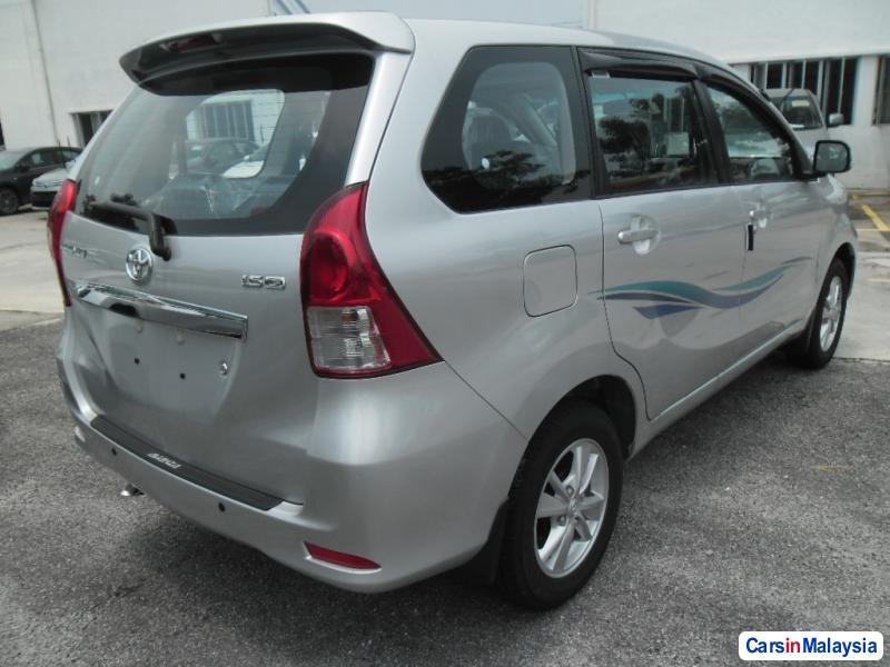 Toyota Avanza Automatic - image 9
