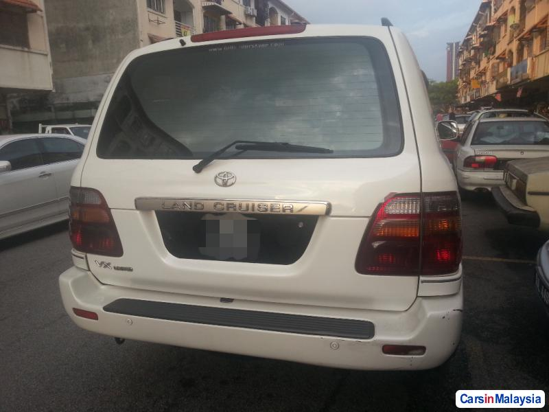 Pictures of Toyota Land Cruiser Automatic 2000