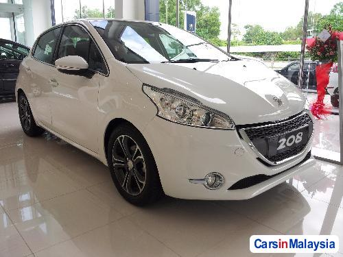Pictures of Peugeot 208 Automatic