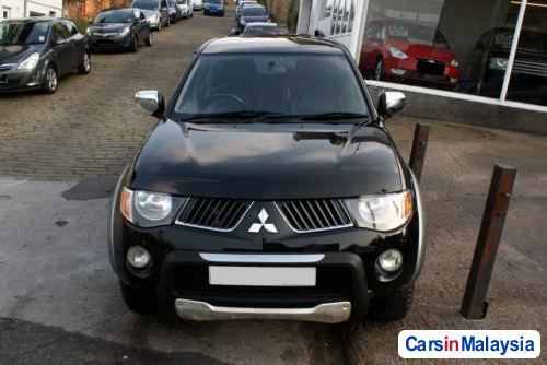Pictures of Mitsubishi Triton Semi-Automatic 2007