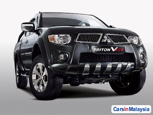 Picture of Mitsubishi Triton Semi-Automatic