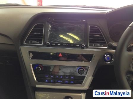 Hyundai Sonata Automatic - image 10